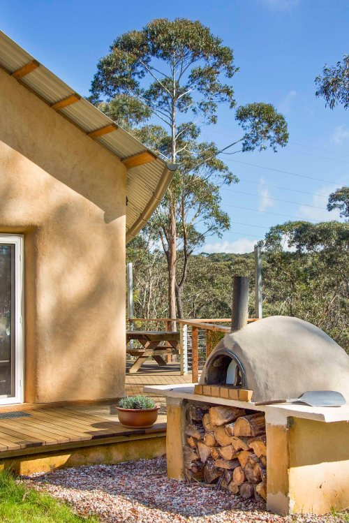 205 Corkin_curved roof & pizza oven